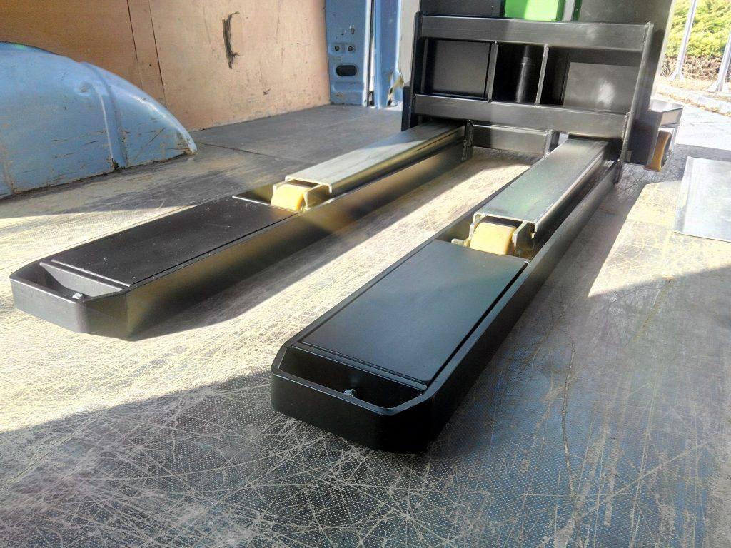 Paletnik in nakladalna ploščad v eni napravi