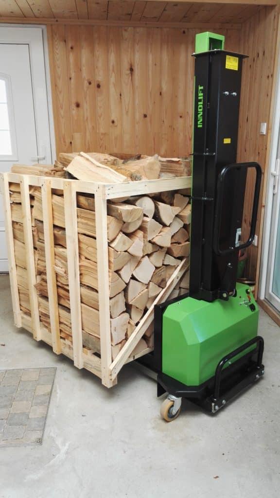 Pripomoček za dostavo drv